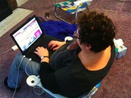 Lori on beach chair w/computer